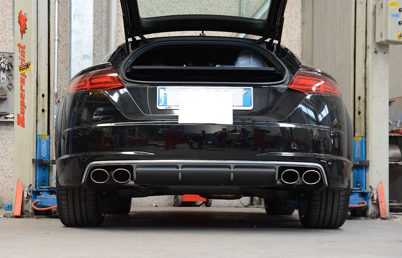 Audi TT Mk3 2.0 TFSI with TT-S diffuser and 100x75mm oval tips