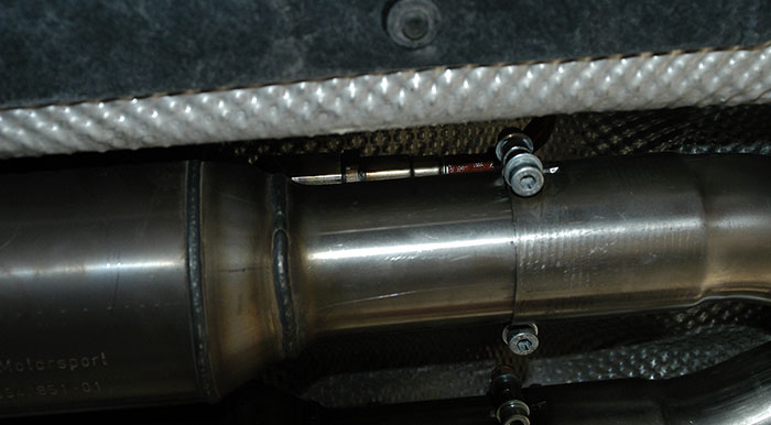 Detail of the O2 sensor socket and the centre exhaust - cat connection