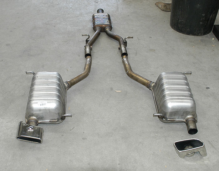 Stock centre exhaust, rear exhaust and endpipes (detachable)