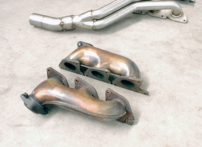Stock manifold VS Prototype of 845001 Manifold R.- L. (LHD)