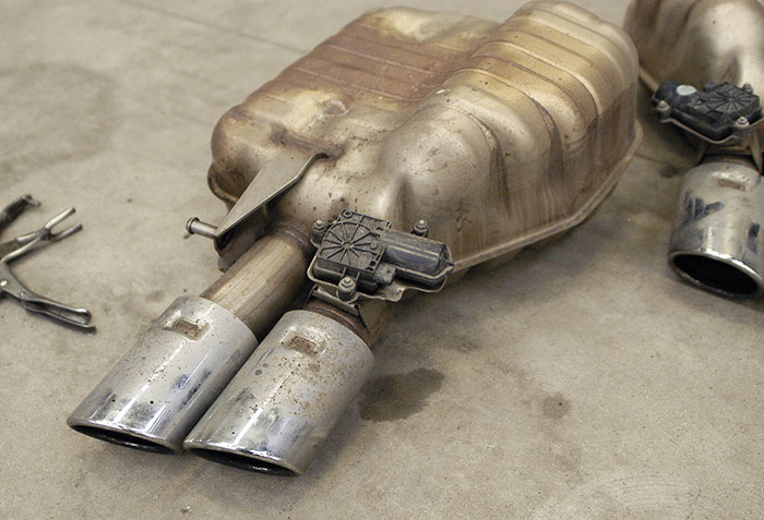 Stock rear exhaust with valve