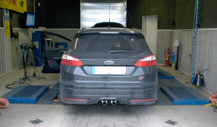 Dyno testing wuth prototype of rear silencer with temporary tail pipes