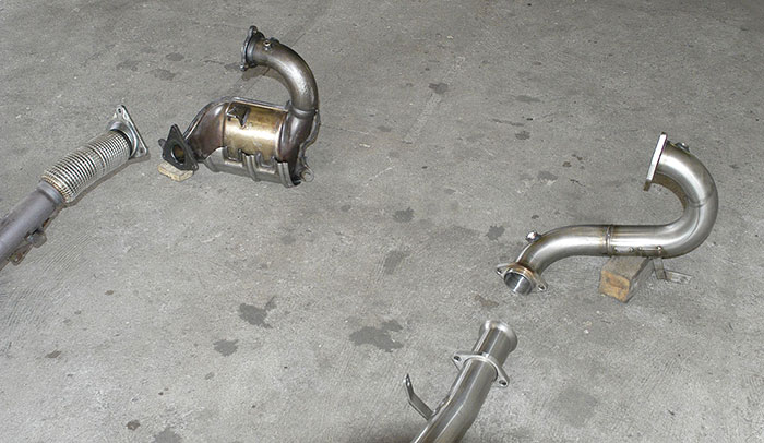 Stock downpipe with ceramic cat VS Supersprint downpipe 873711