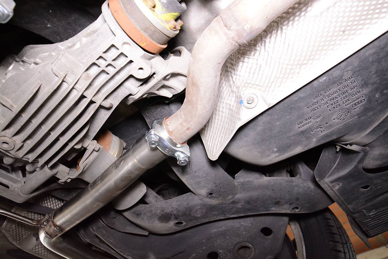 Connection with stock centre exhaust