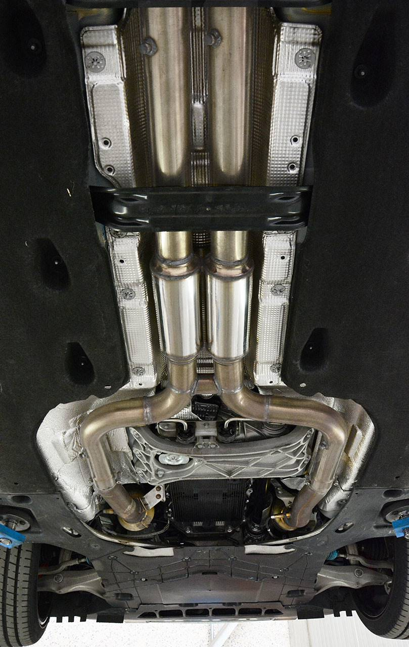Supersprint sport exhaust Maserati Ghibli SQ4 fitted - detail of centre H-Pipe with resonators