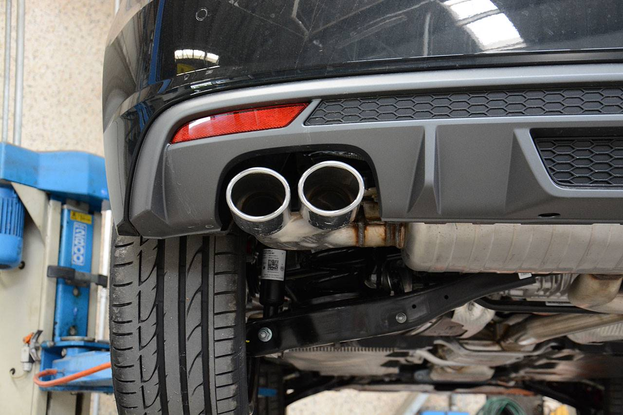 Audi S1 3 doors stock exhaust with 90x70mm tips