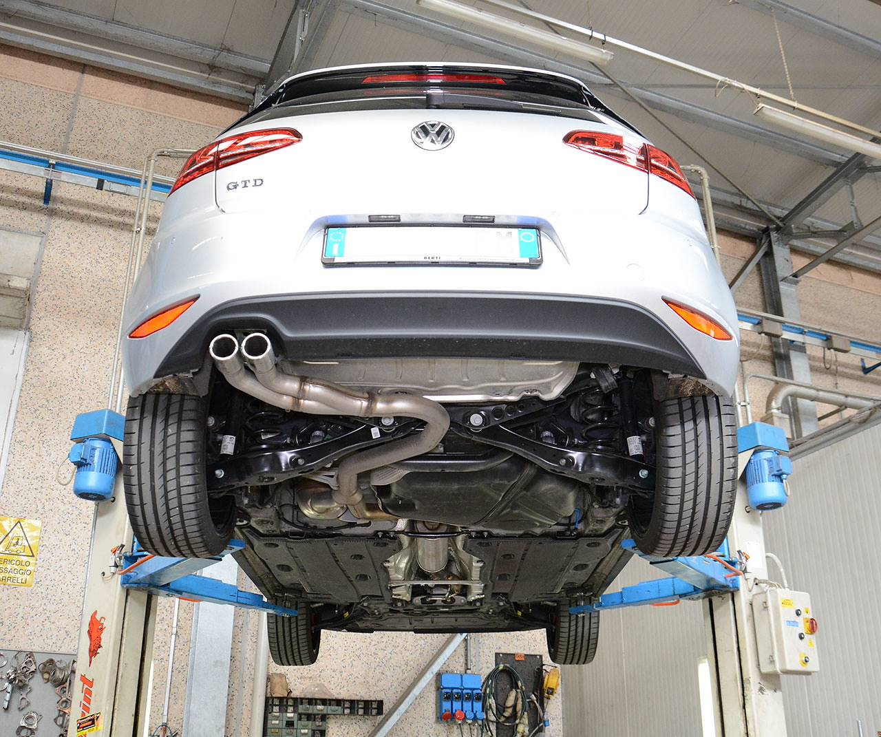 "Stock exhaust Golf Mk7 GTD with ""Sport & Sound"" / Sound Generator"