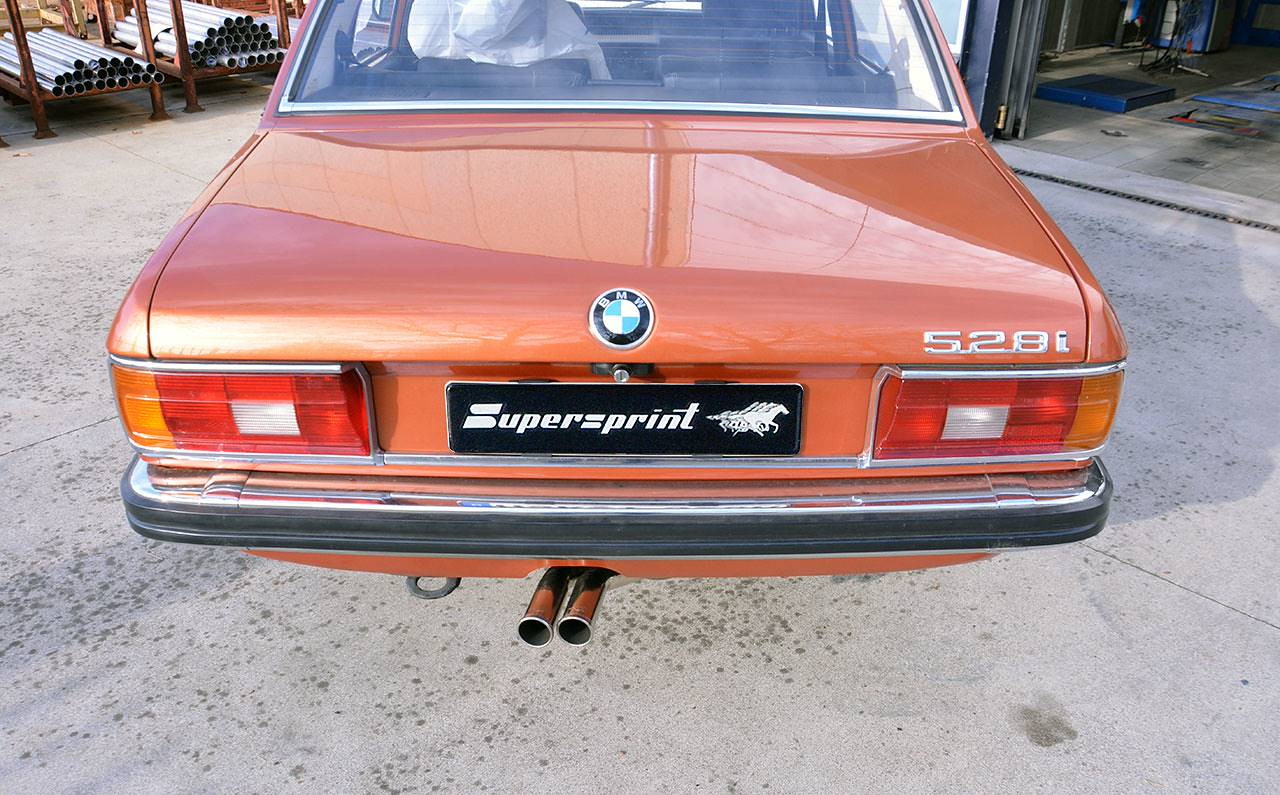 BMW E12 con impianto Supersprint