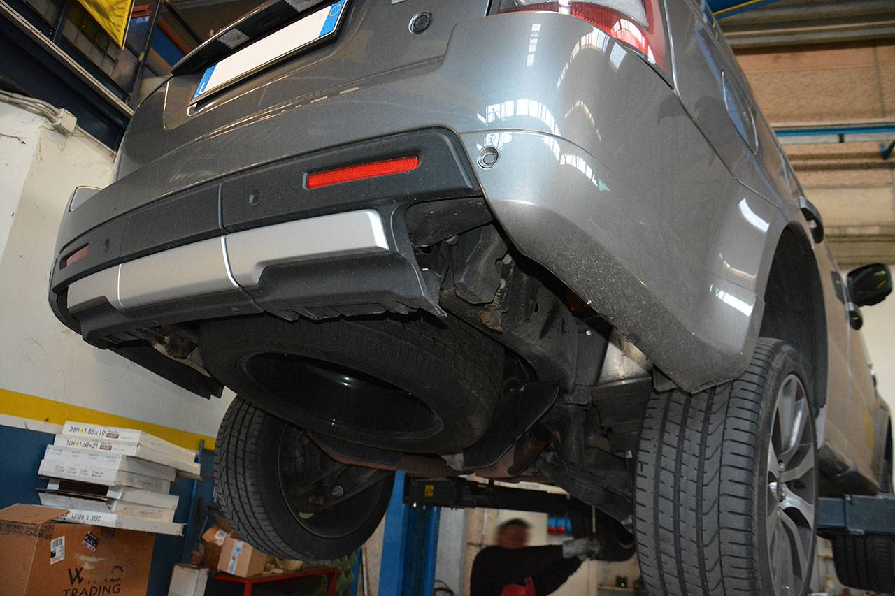 Ranger Rover Sport Supercharged mk1 510hp - Supersprint sport exhaust being fitted