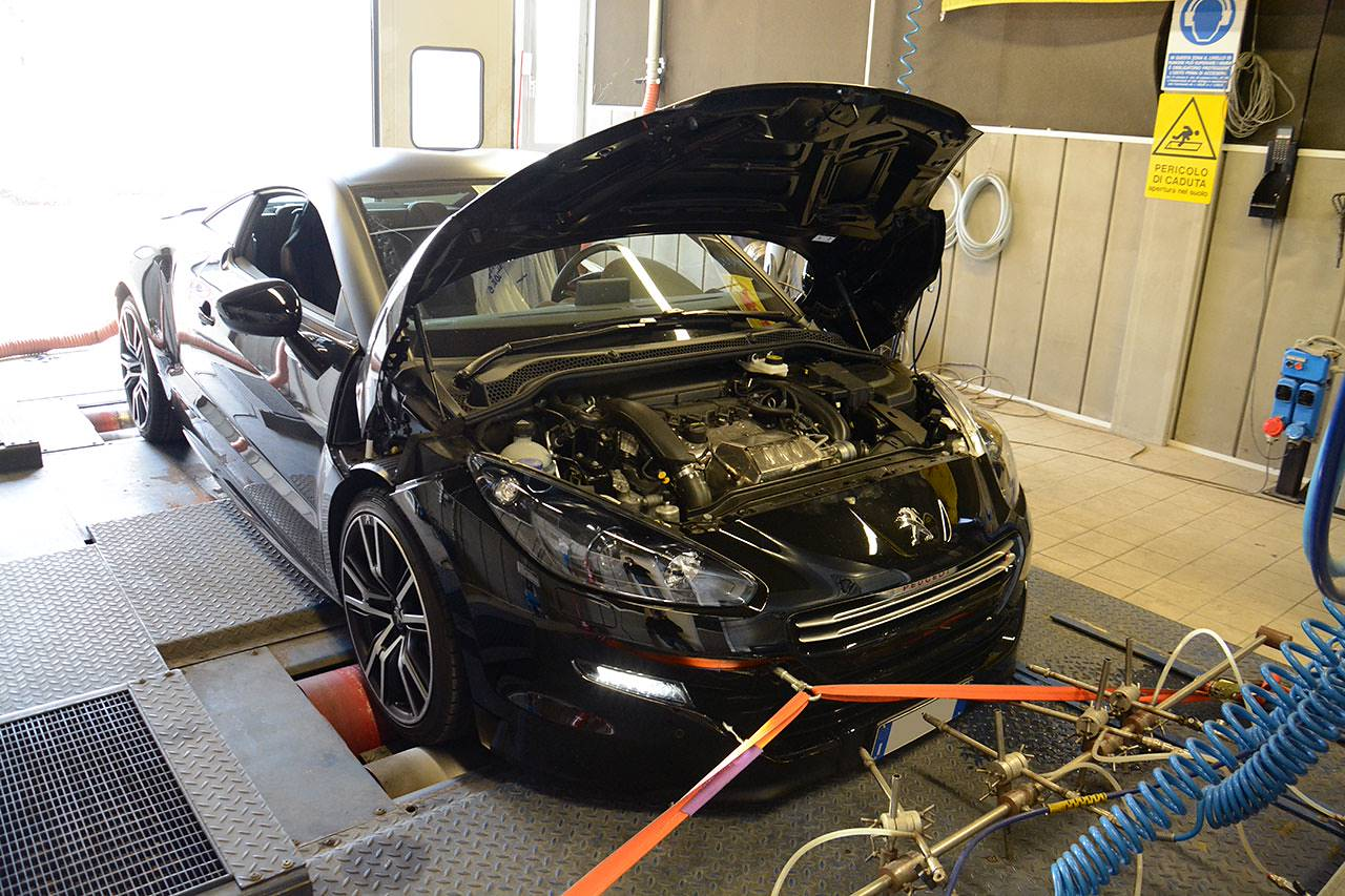Peugeot RCZ R dyno testing with stock exhaust