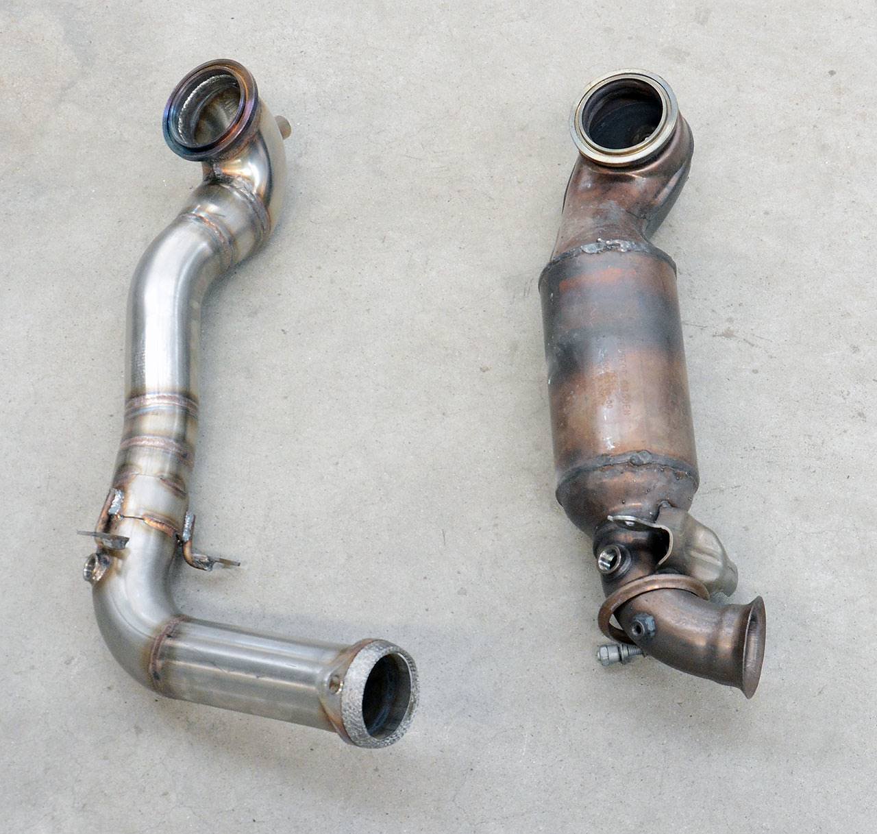 RCZ R: stock downpipe with catalytic converter VS Supersprint catless downpipe