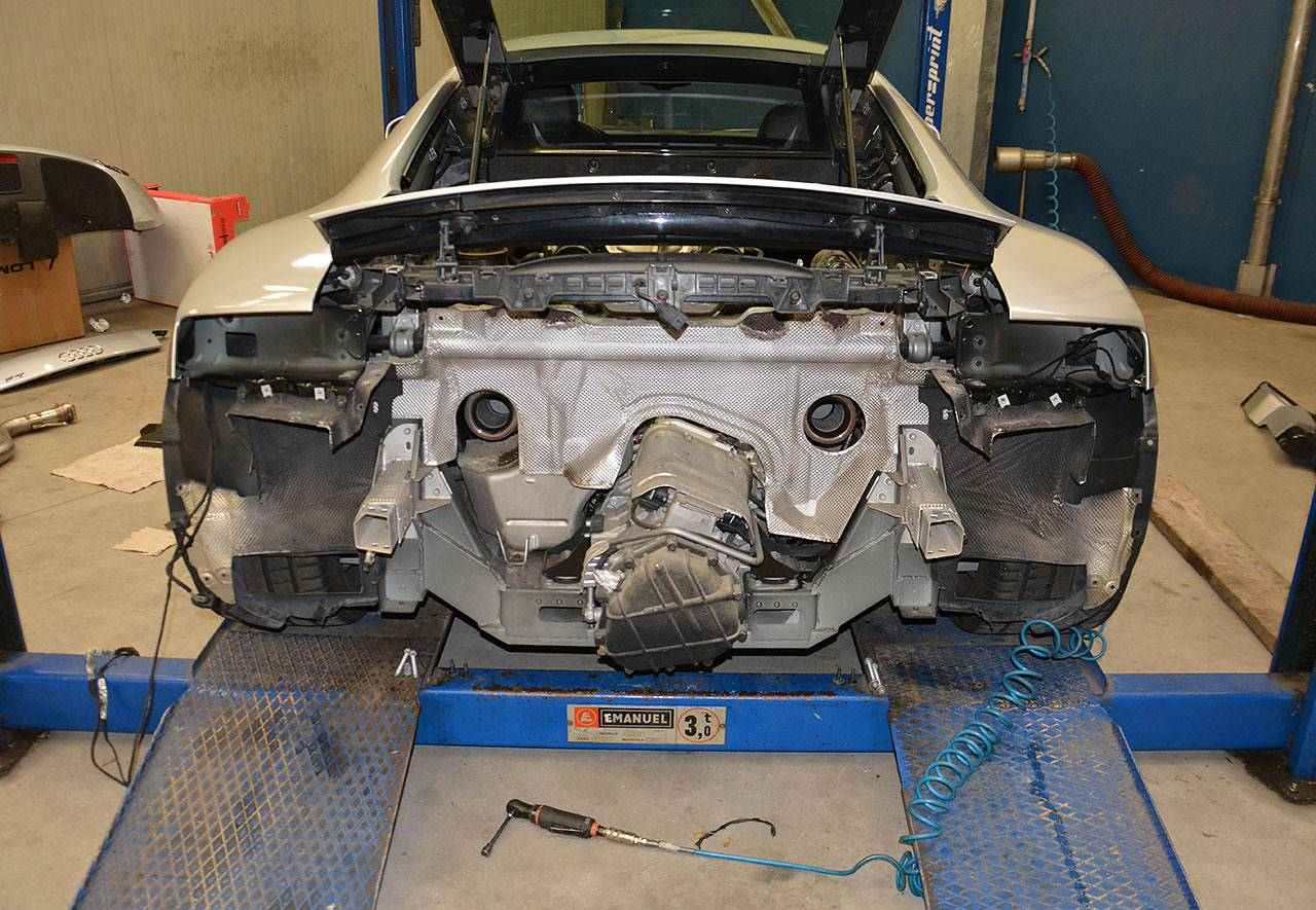Audi R8 installation of Supersprint race exhaust 767034