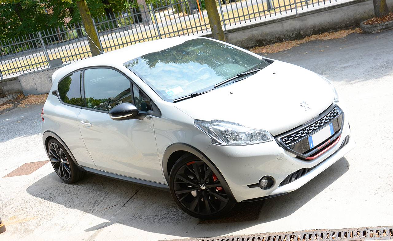 Peugeot 208 GTI 30th anniversario by Supersprint