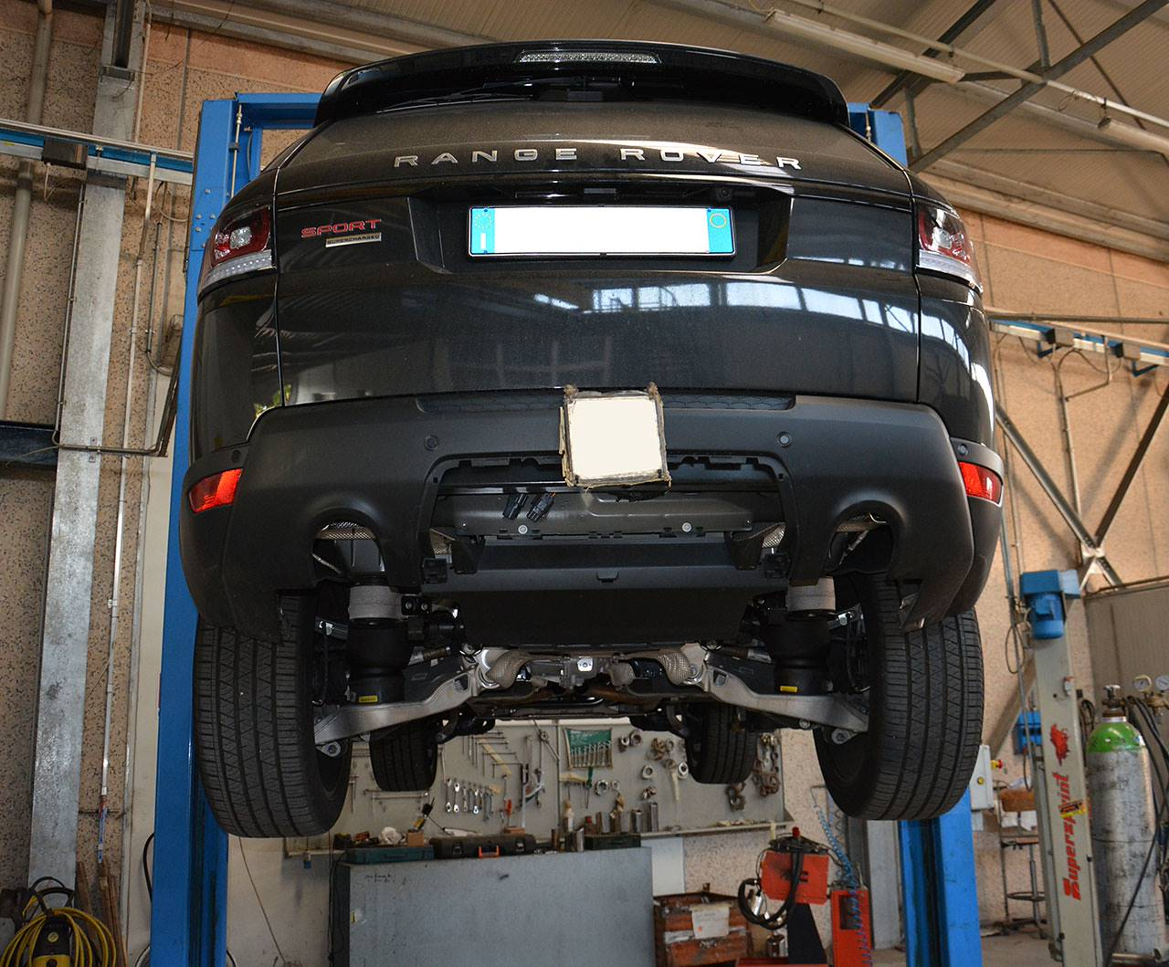 Range Rover Sport mk2 L494 5.0 Supercharged - Sport exhaust development by Supersprint - Rear mufflers with temporary exit pipes testing